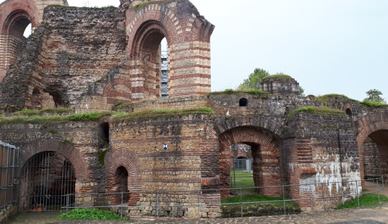 Kaiserthermen, Roman Imperial baths Trier Germany | Happy in Red