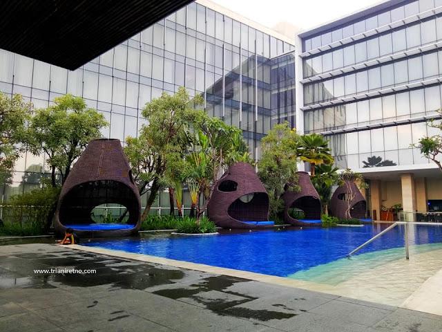 kolam renang hotel hilton bandung