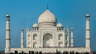 Long and Short Essay on Taj Mahal in Hindi