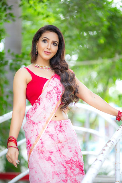 https://mallumasalashopping.blogspot.com/2020/03/mallu-masala-actress-shopping-today.html