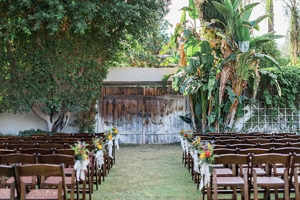 fiesta de boda encantadora en LOVE, LOVE by chicanddeco