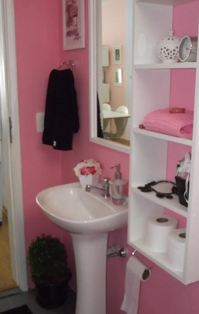 Banheiro cor de rosa da loja. blog Achados de Decoração