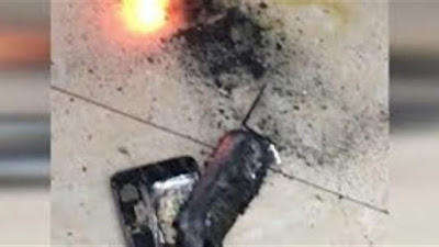 """لحظة انفجار هاتف """"سامسونج"""" بجوار طفلة (فيديو)"""