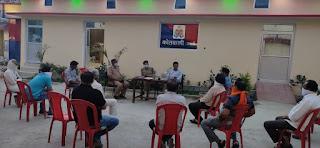 संवाददाता, Journalist Anil Prabhakar.         कोतवाली उरई में कोरोनावायरस (कोविड_19) के संबंध में धर्मगुरुओं के साथ जागरूकता मीटिंग  -ADM जालौन     Awareness meeting with religious leaders regarding Coronavirus (Covid_19) at Kotwali Orai -ADM Jalaun          www.upviral24.in