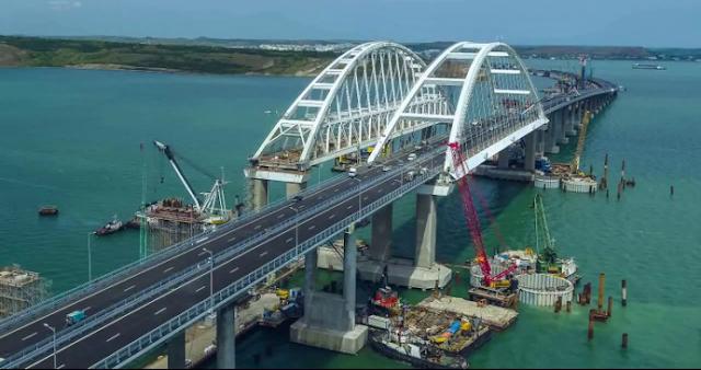 Оккупанты РФ собираются закрыть Керченский мост: подробности