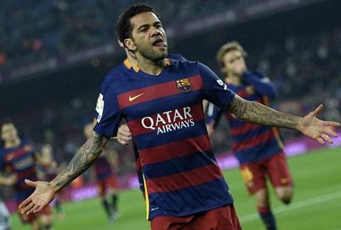Những ngày mới ra nhập Barca, hậu vệ người Brazil đã từng là người hùng của đội bóng xứ Catalan.