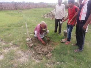#JaunpurLive : श्यामा प्रसाद मुखर्जी के बलिदान दिवस पर हुआ पौधरोपण