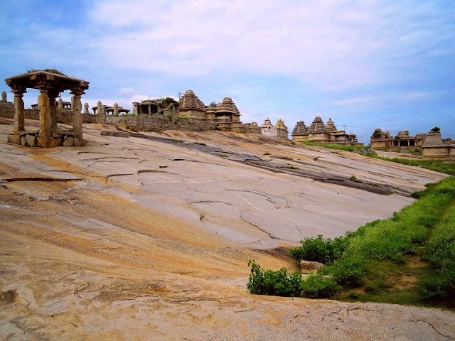 The expanse of ruined temples and monuments on Hemkuta Hill in Hampi