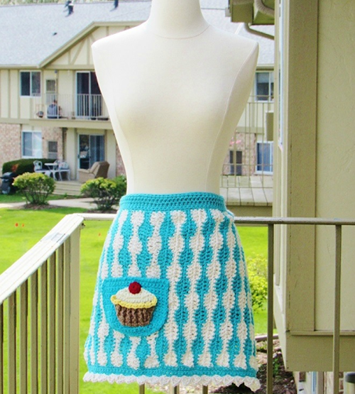 Baker's Apron with Jumbo Cupcake Applique - Free Pattern