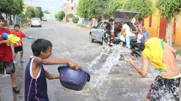 Alcaldía paceña alista una ley para restringir el uso de agua en carnavales