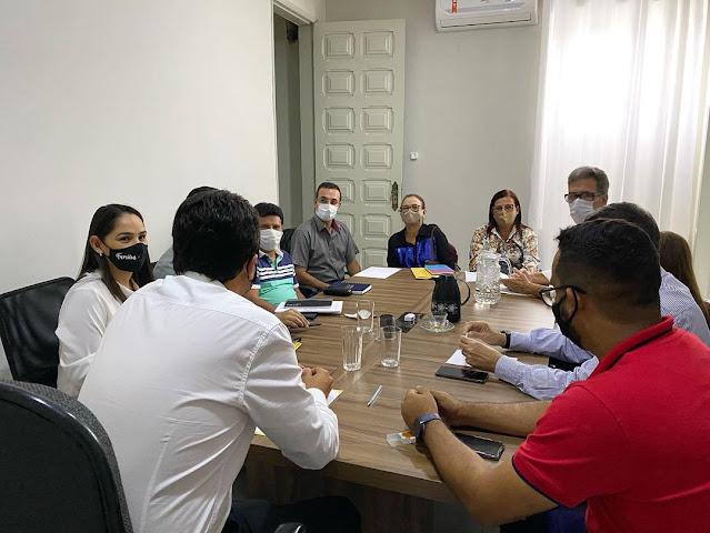 Prefeito Ruben em reunião com todo o secretariado municipal
