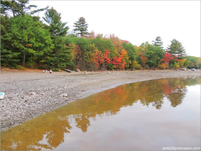 Lago de las Cabañas Turísticas en Maine