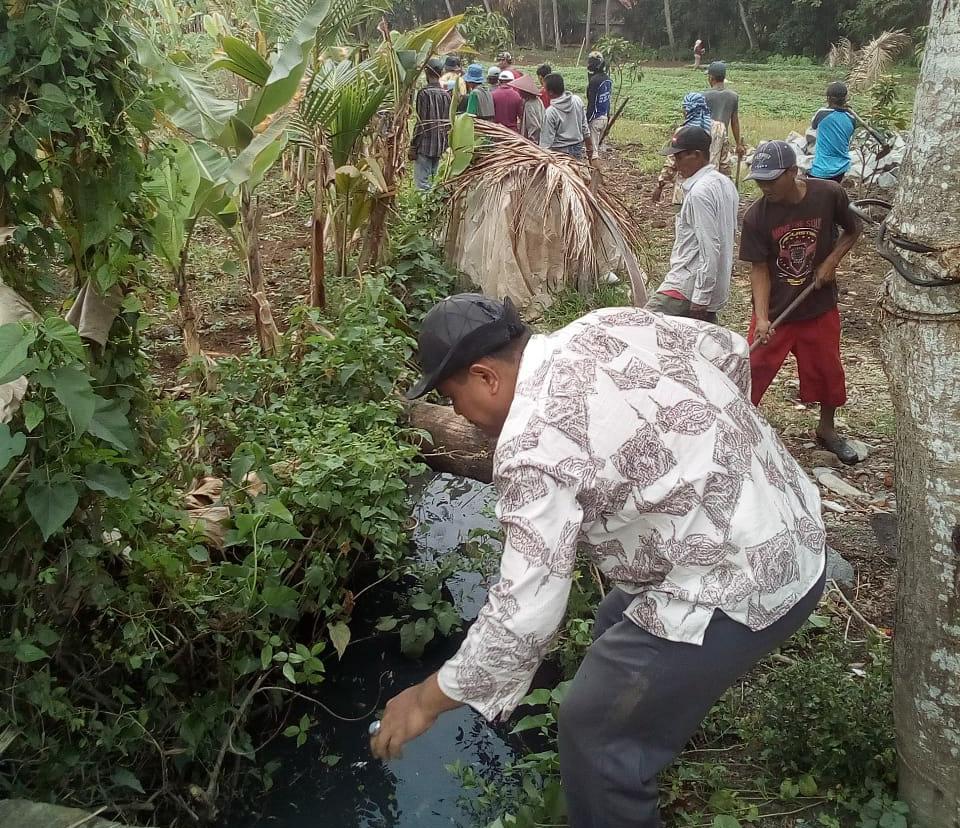 Warga Desa Bonisari Bersama Laksanakan Program Padat Karya