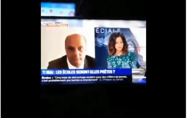 اهتزت الكاميرا فانكشف المستور.. وزير التعليم الفرنسي بموقف لا يُحسد عليه !