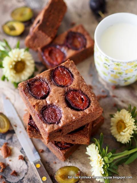 ciasto czekoladowe, czekolada, śliwki węgierki, placek mocno czekoladowy, desery, ciasto na niedzielę, dzień czekolady, dla czekoladoholika