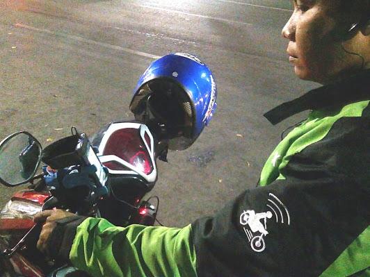 Pulang Terlambat Gara-gara Bekerja, Isi SMS Driver Gojek untuk Anaknya Ini BIKIN NANGIS!