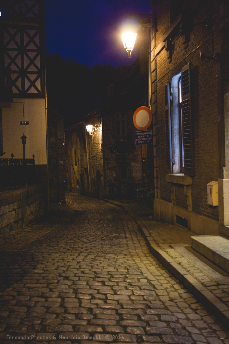 foto noturna de uma rua de Durbuy