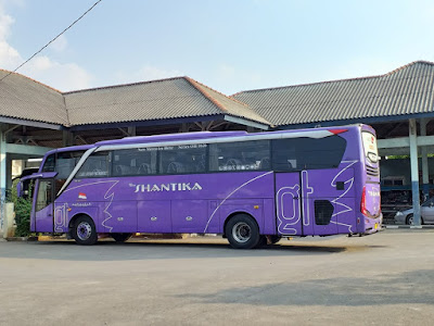Foto Bus New Shantika Ungu