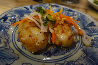 Red Sparrow, scallops