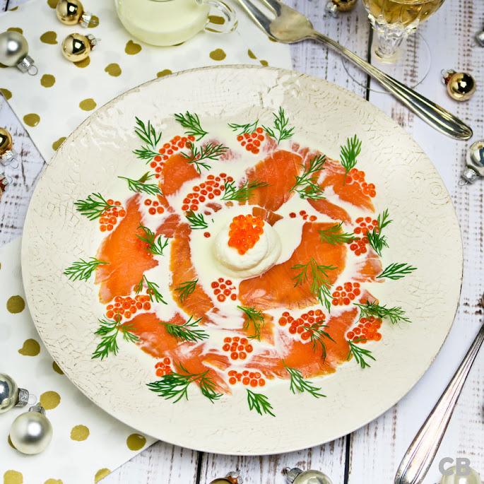 Recept: zo maak je zelf het allermakkelijkste kerstvoorgerecht: zalmcarpaccio met foreleitjes, room en dille