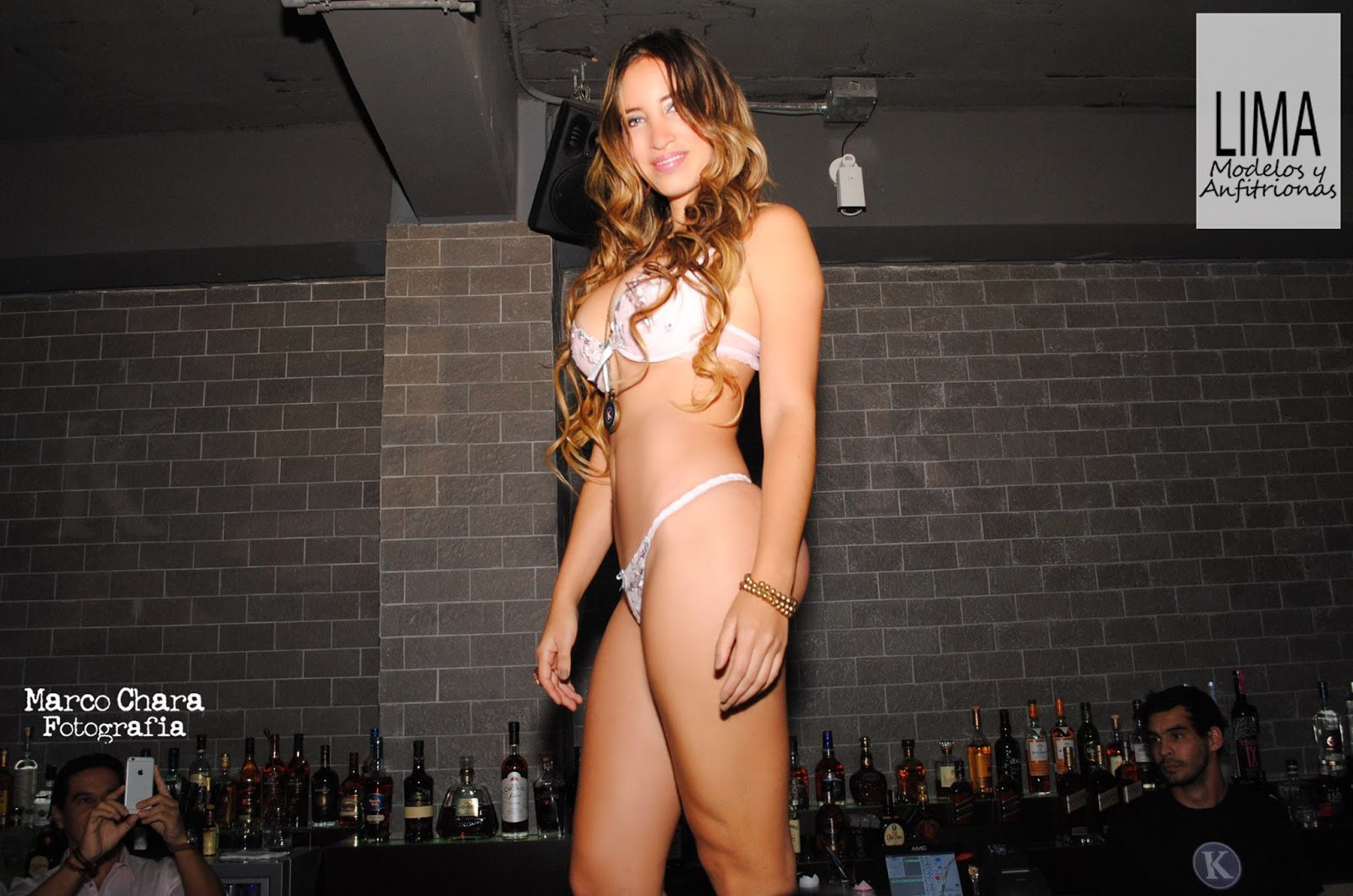 Andrea soaress en bikini