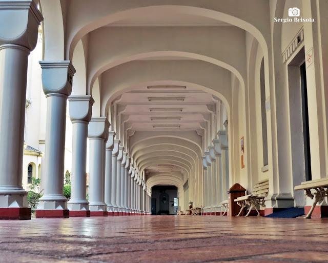 Vista artística de um corredor interno da Matriz Paroquial Imaculada Conceição - Ipiranga