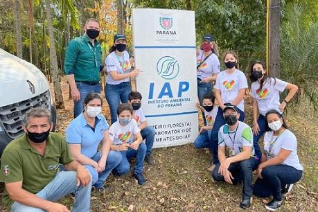 Alunos do da cooperativa Mirim de Campina da Lagoa - PR visitam Viveiro do IAT em Terra Boa