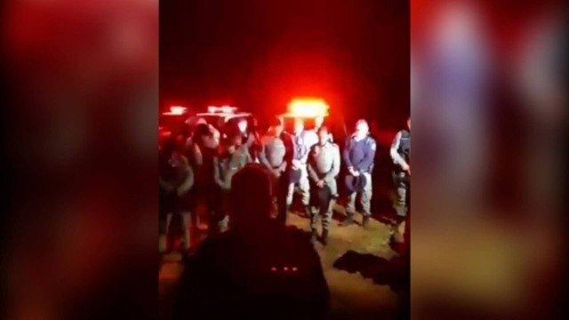 Policiais oram pedindo proteção a Deus durante caçada a serial killer Lázaro