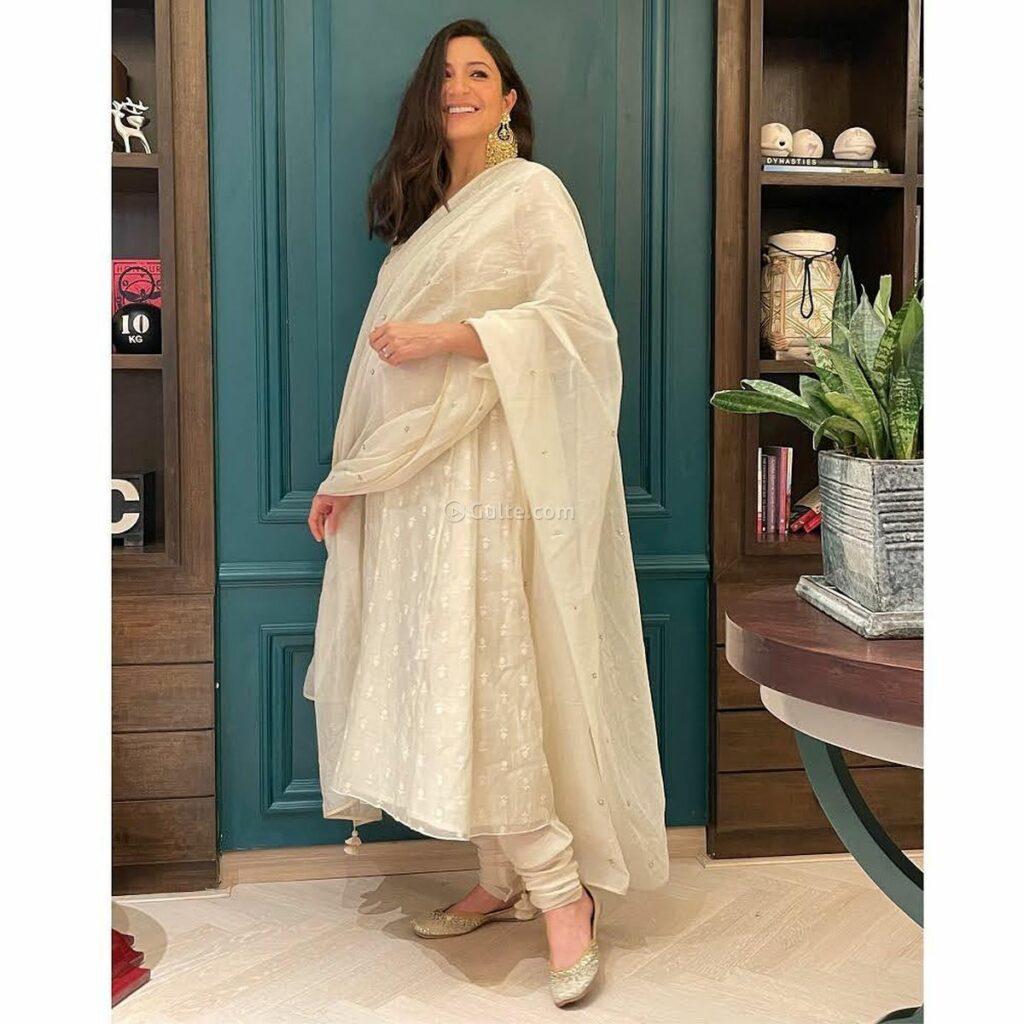 Celebrity Gossips: Anushka Sharma Looks Beautiful With Pregnancy Glow