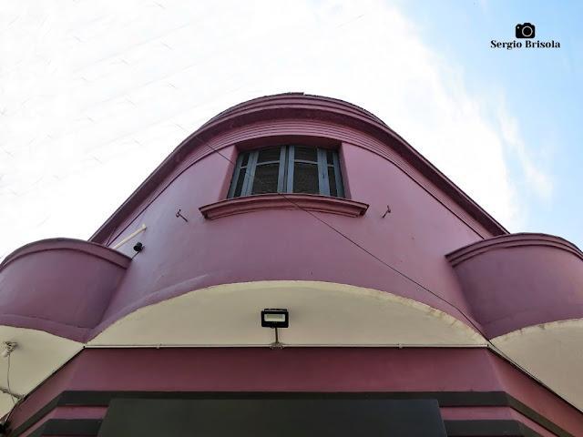 Perspectiva inferior de uma casa antiga na Vila Mariana - São Paulo