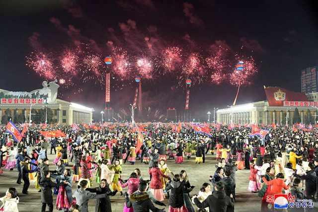 Sea of Dance under Fireworks