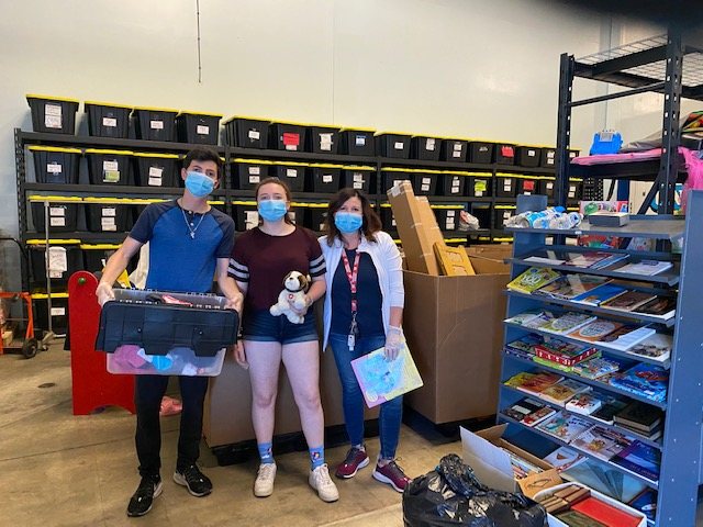 The LoBue family volunteering at new GiveNKind facility in Buffalo Grove. Image credit Emily Petway.