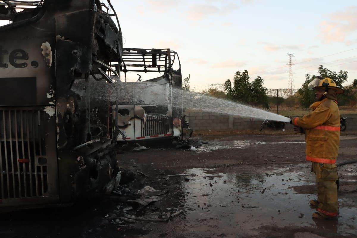 https://www.notasrosas.com/Cerrejón rechaza incineración de buses que transportan trabajadores de Riohacha a La Mina
