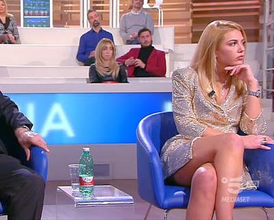 foto abbigliamento bellissima Martina bionda forum oggi 18 maggio