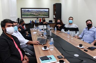 Piatã/BA: Para avaliar segundo mês de governo, prefeito Marcos Paulo se reúne com secretários