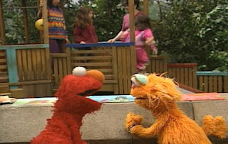 Elmo is at the park, he thinks about the pictures that he gives to his friends. Zoe appears on the scene and looks his pictures. Sesame Street The Best of Elmo