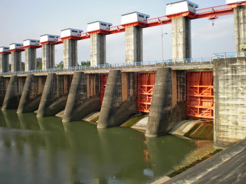 Construction Pages Dam and Weir