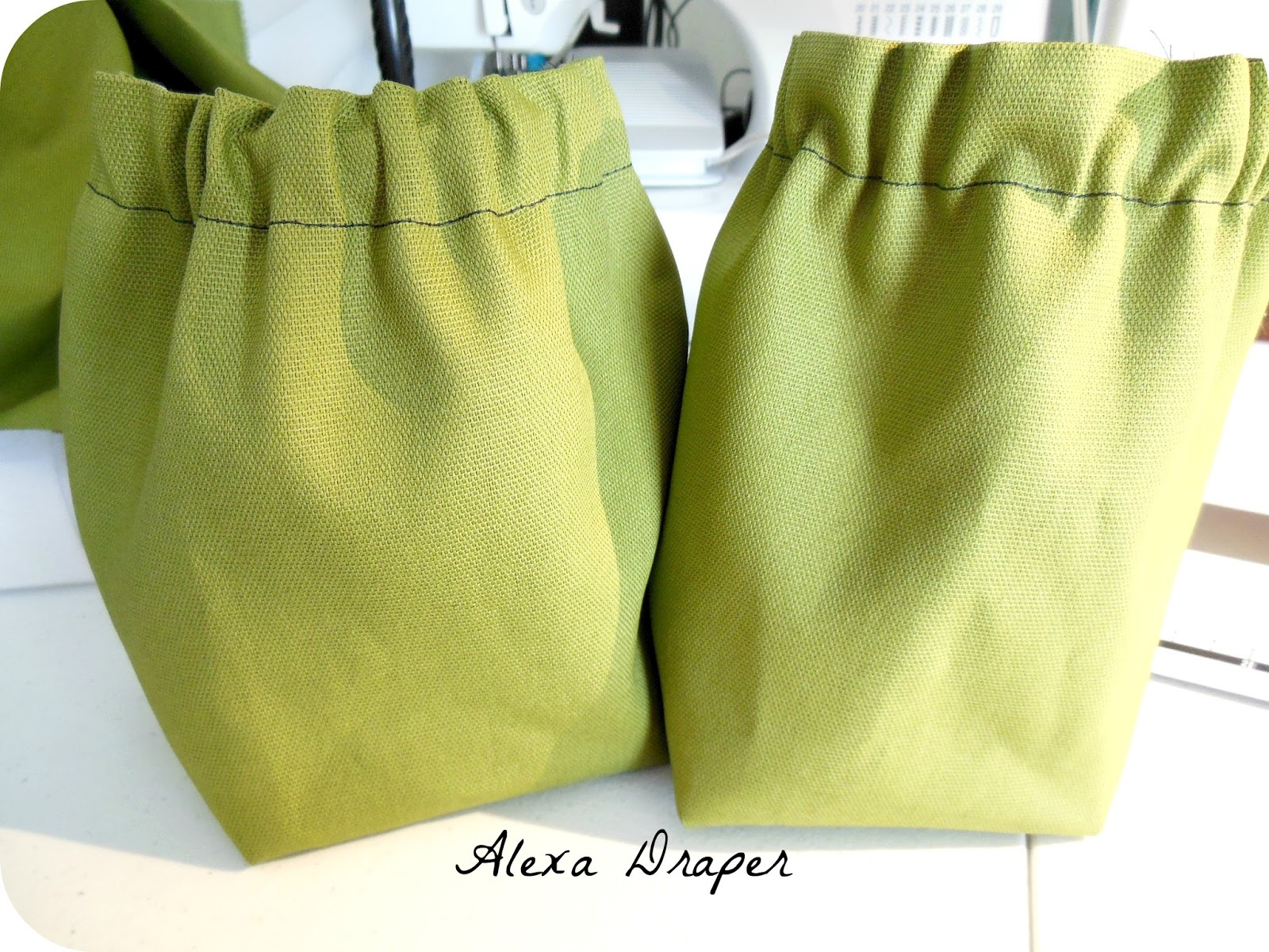 alexa draper design and build your own diaper bag part two bottle pockets. Black Bedroom Furniture Sets. Home Design Ideas