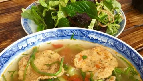 Bun ca adalah pilihan populer untuk makan siang di Hanoi.Dan Tham
