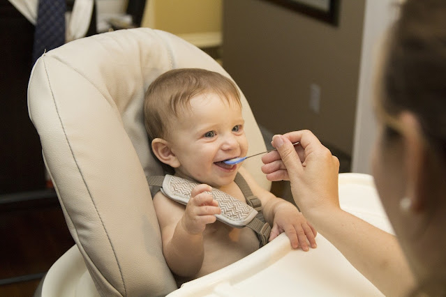 When do babies start eating baby food!when do babies eat baby food