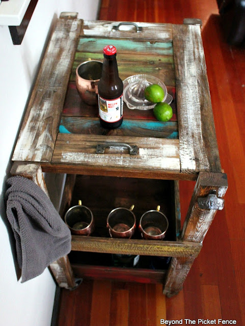 bar cart, rustic, industrial, reclaimed wood, salvaged, tray, shelf, paint, stain, http://goo.gl/vDoqBv