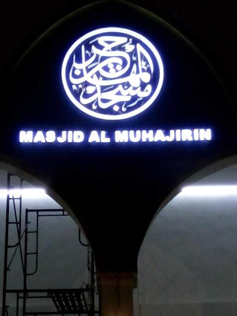 Kaligrafi acrylic menyala