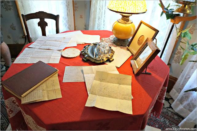 Escritorio del Dormitorio de la Casa Museo de Harriet Beecher Stowe en Hartford, Connecticut