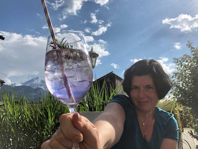 Uschi Glas, Cucumis Lavendel, Terrasse, Bergblick, Garmisch-Partenkirchen, Outdoor-Bereich, Patio, 4Eck, Restaurant, Restaurantterrasse, Bergpanorama, Alpspitzblick