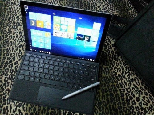 2-in-1 laptop and tablet hybrid ultra slim computer