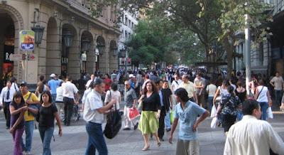 Trabajadores: La mitad de los chilenos gana menos de 400 mil pesos a mes