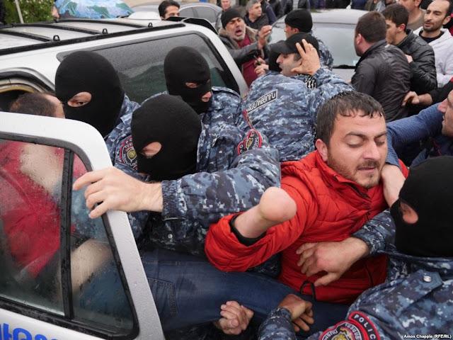 233 manifestantes anti-Sargsián detenidos en Ereván