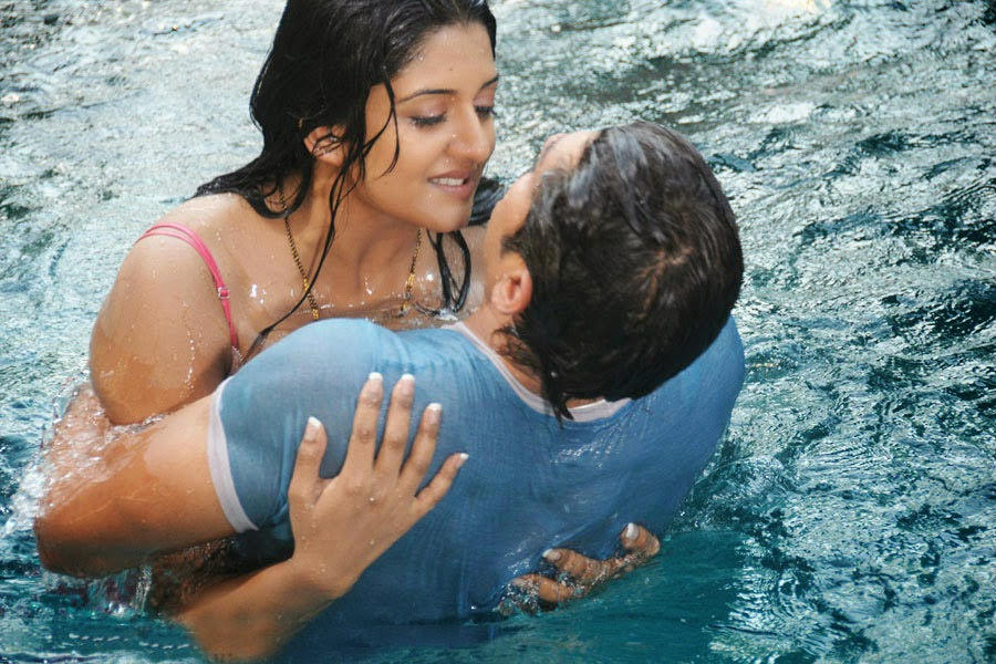 Vimala Raman and Jagapathi Babu hot scene