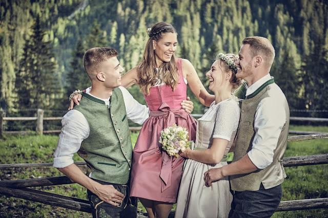 Vier Freunde, Trachtenhochzeit im Zillertal, heiraten in den Bergen Tirol, Alpenweltresort Königsleiten, Dirndlbraut, Hochzeitsplaner Uschi Glas, 4 weddings & events, Hochzeitsfotografie Marc Gilsdorf, weddingstyled.com