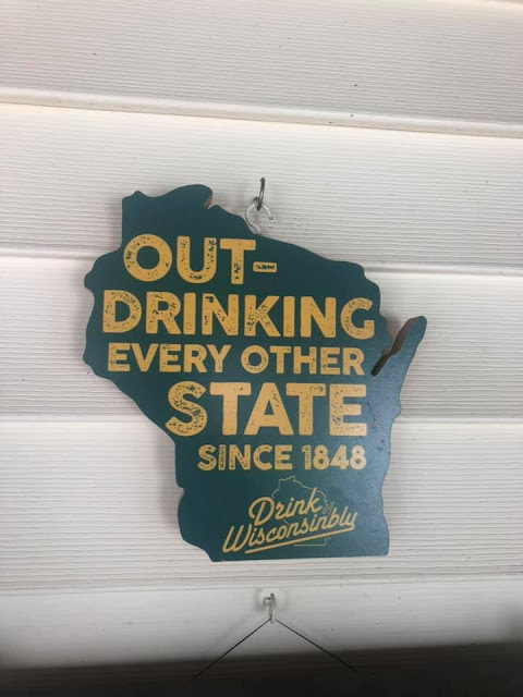 "Drink Wisconsinbly in Anlehnung an den Spruch: ""Drink responsibly"""